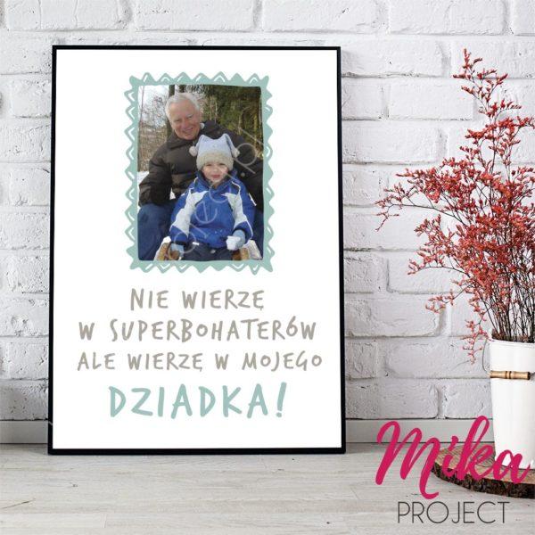 dzien babci i dziadka, dziadek superbohater ze zdjęciem